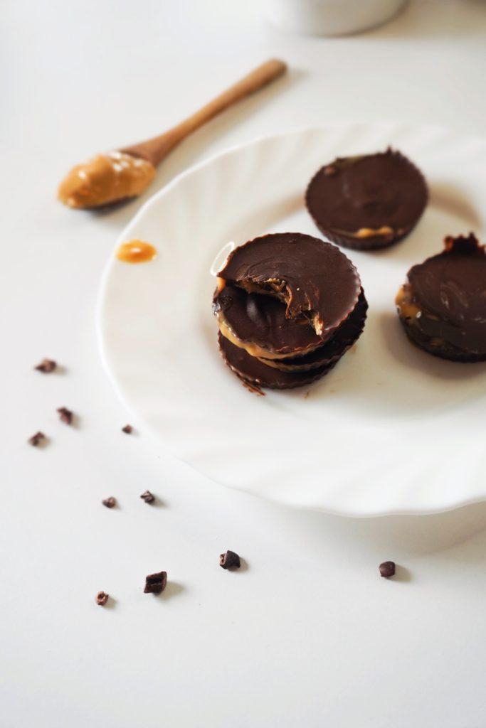 keto čokoladice sa kikiriki puterom